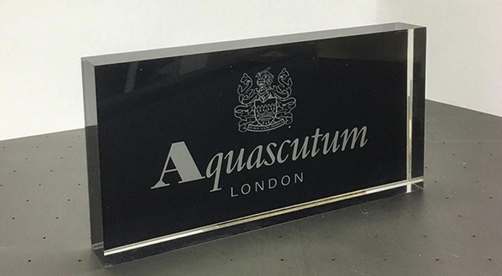 aquascutum-acrylic